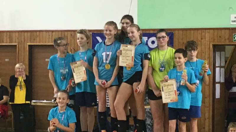 barevný volejbal Aš 18.11. a 19.11.2017 - Zlato v modré barvě