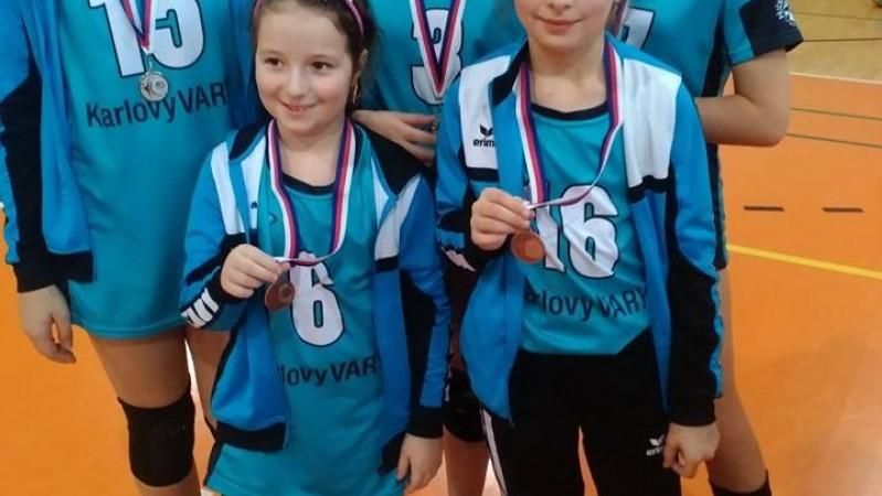 na barevném volejbale máme stříbro a bronz :)))))