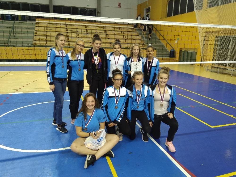 Foto: Žákyně na turnaji v Plzni vybojovaly 3.místo
