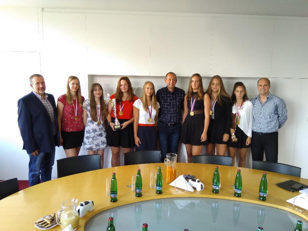 Foto: Náš klub byl oceněn panem primátorem za vzornou reprezentaci Města Karlovy Vary