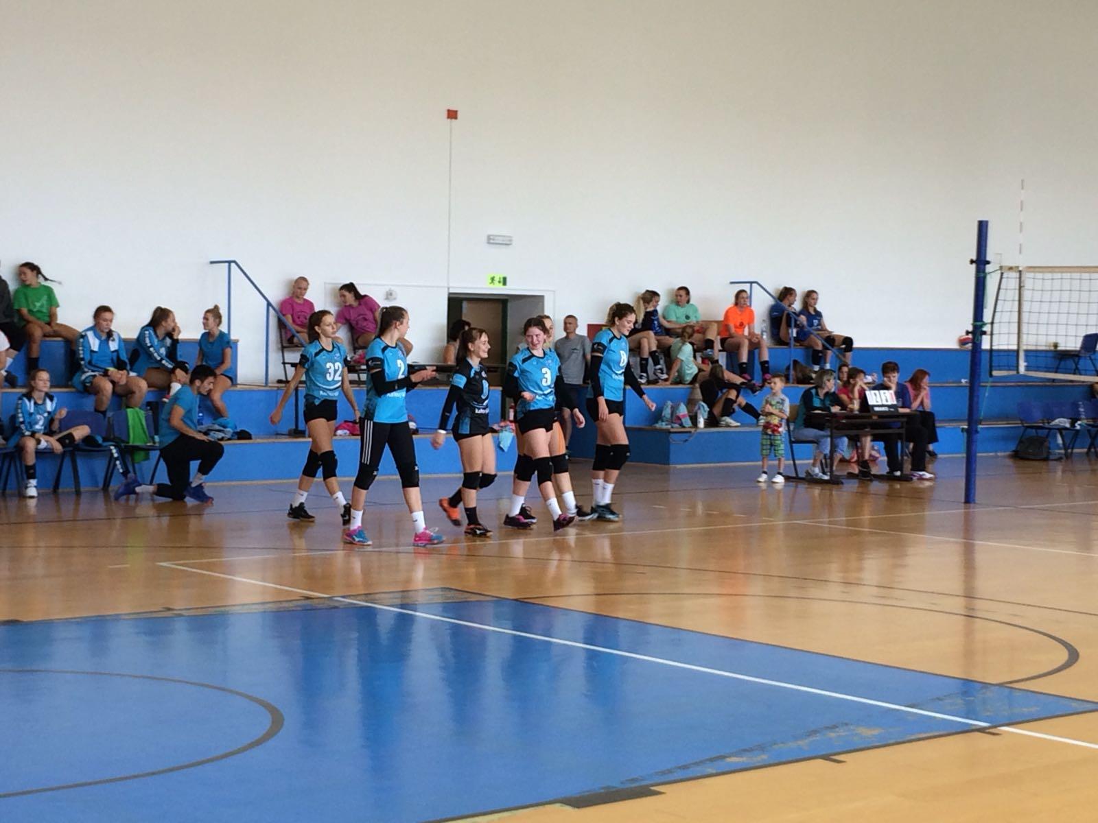 Foto: Juniorky vybojovaly 4.místo na turnaji v Táboře
